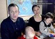 """'아이 난입' BBC 방송사고 켈리 교수, 가족과 함께 재출연 """"유모 논란은…"""""""