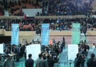 """문재인 """"대통령 돼 5·18기념식서 임을 위한 행진곡 부를 것"""""""