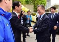 """文 """"북한 응원단, 완전히 자연미인이더라"""" 여성 비하 발언 논란..결국 사과"""