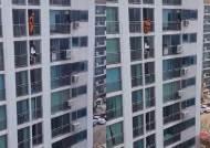 '발차기'로 투신자살 여성 살린 소방관(영상)