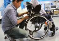 """""""수동 휠체어에 4.5㎏ '날개' 달아줬더니… 장애아도, 주변 아이들도 달라졌어요"""""""