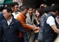 [현장취재]문 대통령 청와대 들어가던날...홍은동 사저와 청와대에선 무슨 일이?
