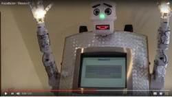 """""""로봇 목사께 축복을 받으시겠습니까? 언어를 선택하세요""""(영상)"""
