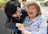 아흔살에 가수 꿈 이룬 위안부 피해자 길원옥 할머니 음반의 의미