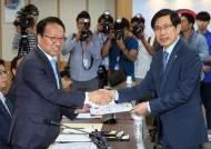 문무일 '셀프개혁' 다음날, 법무·검찰개혁위 띄운 박상기