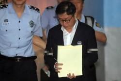 '고교동창 스폰서' 김형준 전 부장검사 2심서 집행유예 석방