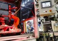 4차 혁명발 인클로저 운동?…저소득층 일자리 뺐는 로봇