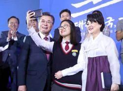 """문 대통령의 직접민주주의론 … 야당 """"의회민주주의 무시"""""""