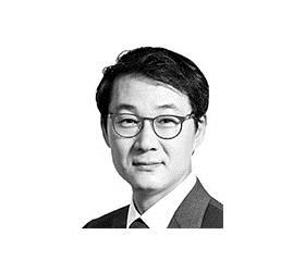[데스크 view &] 문재인 대통령은 기업인과 독대하라