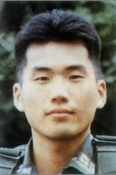 19년 만에 편히 눈 감는 'JSA' <!HS>김훈<!HE> 중위…'군 의문사는 적폐'라는 문재인 정부의 국방개혁 본격 추진