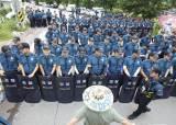 [현장]사드 4기 추가배치 초읽기…성주에 경찰 8000명, 반대세력과 대치중