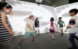 [서소문사진관]아이들이 작품과 뛰노는 '타이포잔치 2017:몸' 플레이그라운드 전시
