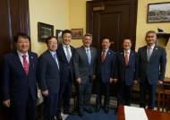 자유한국당 의원들, 전술핵 재배치 미국에 공식 요청