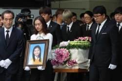 """[서소문사진관]세월호 희생자...""""은화, 다윤이 데리고 떠납니다. 국민 여러분 감사합니다"""""""