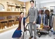 [issue&] 남성복 매장의 우아한 변신 … 서재처럼 꾸며 의류·가구·구두도 함께 판매