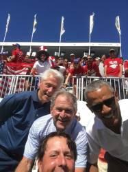 """""""당신도 셀카를..."""" <!HS>프레지던츠컵<!HE>서 미국 전직 세 대통령과 사진 찍은 미켈슨"""
