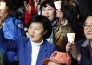 """'촛불 1주년' 행사 참석한 추미애 대표 """"국민에 무한한 존경과 감사"""""""