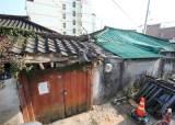 고층 아파트 숲 속에 방치된 낡고 황폐한 주택가…광주 원도심