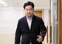 """[단독] 홍종학 감싸기 나선 청와대 """"기자들은 기사 쓴 대로 사나"""""""