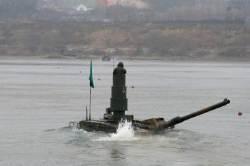 육군, 남한강서 K2 흑표전차 잠수도하 훈련