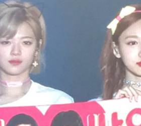 Why One Thai Fan's <!HS>Gift<!HE> Made TWICE's Nayeon and Jungyeon Do 'the Resting Bitch Face'