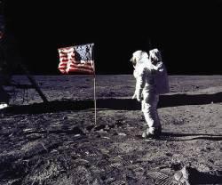 """트럼프 """"우리는 큰 꿈 꾸고 있다""""…화성 탐사, 달 개척 시동"""