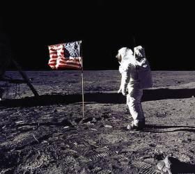 """트럼프 """"우리는 큰 꿈 꾸고 있다""""…화성 <!HS>탐사<!HE>, <!HS>달<!HE> 개척 시동"""