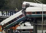 달리던 열차가 고속도로 추락···美 시애틀 수십명 사상