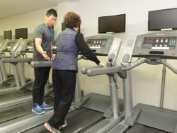 [건강한 당신] 노인 고혈압 환자 약에만 의존하면 낭패 … 운동·저염식 병행해야