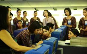 승무원 서비스가 남다른 항공사의 비결? 14주 훈련에 있다