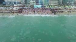 [Visual News]추위는 추위로 이긴다! 맨몸 마라톤·북극곰 수영대회 열려