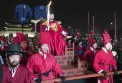 어가행렬에 스타 총출동까지...<!HS>서울<!HE> 달군 평창 겨울<!HS>올림픽<!HE> 성화