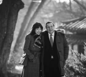 [<!HS>권혁재<!HE> <!HS>사진전문기자의<!HE> <!HS>뒷담화<!HE>] '한국의 사위' 슈뢰더와 김소연, 그들의 마이웨이