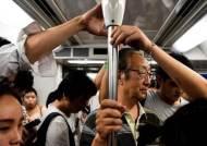 '무현금 도시' 중국 상하이, QR코드 찍고 지하철 탄다