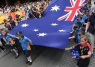 [서소문사진관]'호주의 날'에 핑크 페인트를 뿌린 호주 원주민들