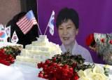 박근혜 전 대통령 생일상에 놓인 장미 670송이