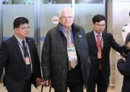 北장웅 IOC 위원, 수행요원이 기자들 제지하자 한 유머