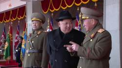 8일 북한 <!HS>열병식<!HE> 주석단 '별'들 살펴보니