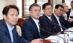 """文, GM공장 폐쇄에 """"군산경제 활성화 TF 만들라"""""""