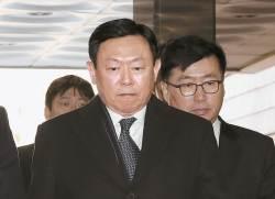 [속보] <!HS>신동빈<!HE>, 일본롯데홀딩스 대표이사 사임·부회장직 유지