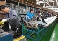 22년 만에 중국 공장 철수···부산 돌아온 신발회사, 왜?