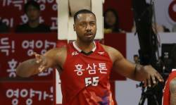 '<!HS>프로농구<!HE> 득점왕' 사이먼이 다음 시즌 한국에서 못 뛰는 이유는?
