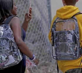 [서소문사진관]투명 가방 멘 <!HS>미국<!HE> 플로리다 <!HS>총기<!HE> <!HS>난사<!HE> 사건 학생들.