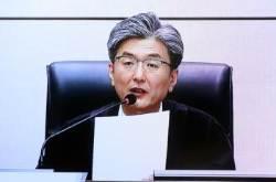 [서소문사진관]박 전 대통령 1심 생중계.  90세까지 옥살이