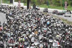 [서소문사진관]'혹시 베트남?', 프랑스 도로 점령한 오토바이
