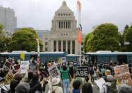 도쿄에 등장한 촛불·차벽, 한국 닮아가는 아베 퇴진 시위