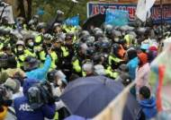 경찰, 사드반대 집회 강제해산 돌입…양측 몸싸움