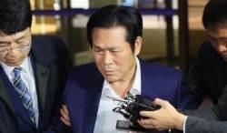 """'성폭행 혐의' 이재록 목사 경찰 출석…신도들 """"믿기지 않아"""""""