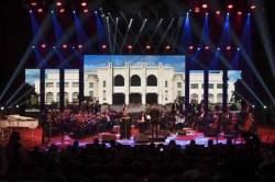 사우디아라비아서 여성 가수, 남성 관객 앞에서 처음 공연