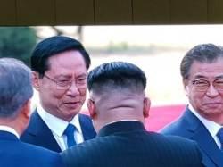 송영무 꼿꼿 장수? 강경화 장관은 김정은에 목례